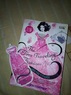 Novel - The traveling fashionista by Bianca Turetsky