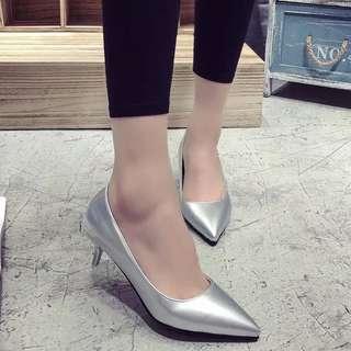 🚚 銀色尖頭高跟鞋