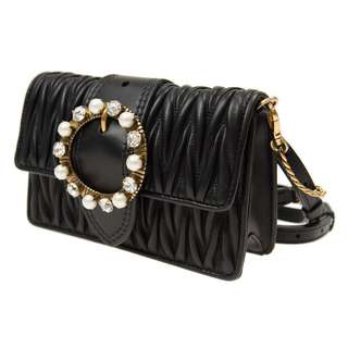 MIU MIU 手袋 5BL001 N88 F0002 牛皮 黑色 Size:長 18 x 寬 5 x 高 11 cm 香港專門店售 HKD 13900 原裝進口 Real and New