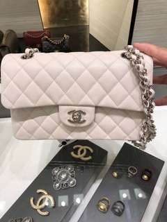 Chanel classic flap bag 23cm 最新純白色