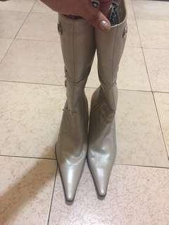 🚚 長靴白色低跟鞋