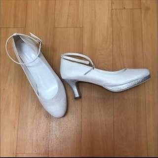 白銀色中跟鞋 Size 42