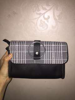 Black houndstooth bag