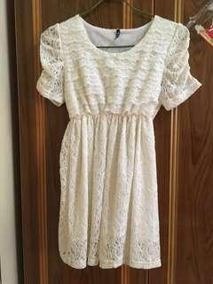 🚚 #女裝半價拉  🌸米色蕾絲洋裝