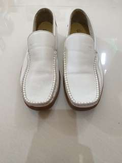 Sepatu formal white