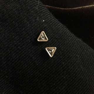 🚚 三角包邊灰鑽耳環