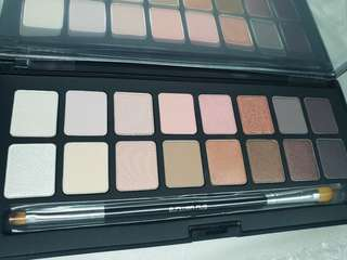 Limited edition Blushing Beige Shu:palette
