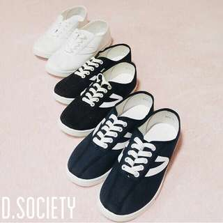 BEEST SELLING lace up sneakers