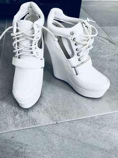 HOT white heel pumps