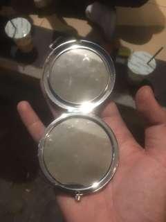 Kaca make up
