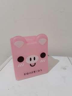 Momo tissue box pink