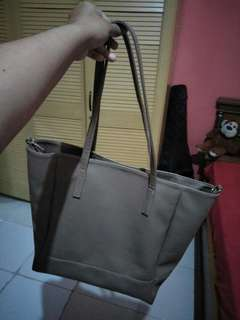 Hand Bag warna Coklat Muda (Netral)