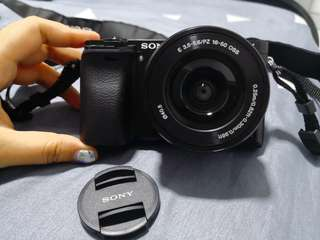 Sony a6000 with 2 Battery, SD card and original sony bag