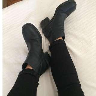 Black chunky platform boots