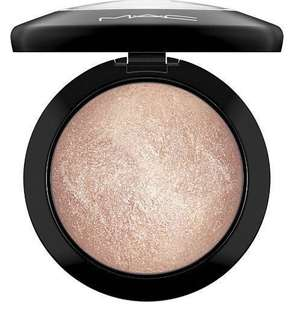 🚚 MAC Mineralize Skinfinish Highlighter - Global Glow