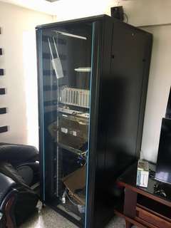 Toten 42U server rack with FOC HP procurve switch only.