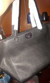 Authentic Michael Kors tote leather