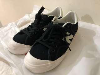 New Balance黑色休閒鞋