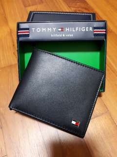 Brand new in box original Tommy Hilfiger slim men black leather wallet