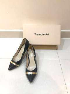 黑色金邊高根鞋 black high heels with gold decorative band