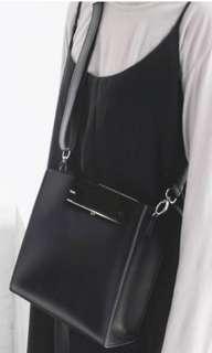 Klar Shoulder Bag (Local Brand)