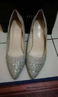 Silver Shoes (Sepatu pesta )