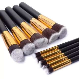 🚚 Black & Gold Kabuki Makeup Brush Set