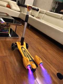 Children scooter/spray