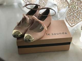 La Saunda woman shoes 95% new