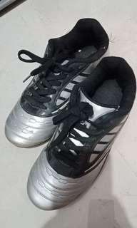 Sepatu futsal Homyped