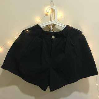 🚚 Denim shorts (high waisted)