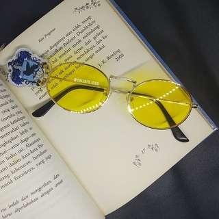 Oval retro sunglasses / sunnies