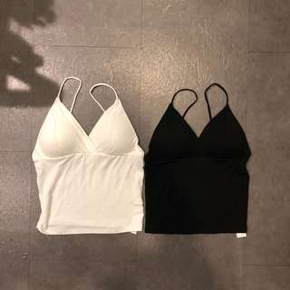 🚚 歐美細肩帶罩杯黑色白色無袖背心上衣性感海灘渡假背心小可愛內搭