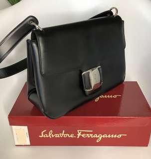 💯真品 特價 很新Auth Salvatore Ferragamo leather bag 經典真皮高貴優雅手袋