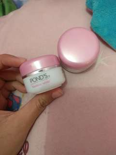 Ponds flawless white
