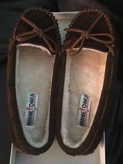 Minnetonka Women Shoe Size 6