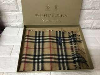 購自英國正版 Burberry Classic 100% Cashmere Scarf