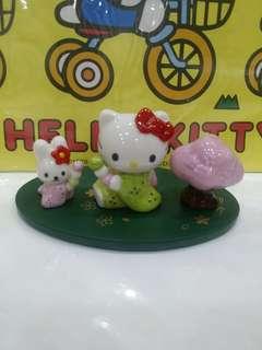 Kitty ceramic figurines