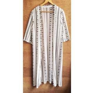 (🎁購買三件以上即贈送)圖騰針織罩衫
