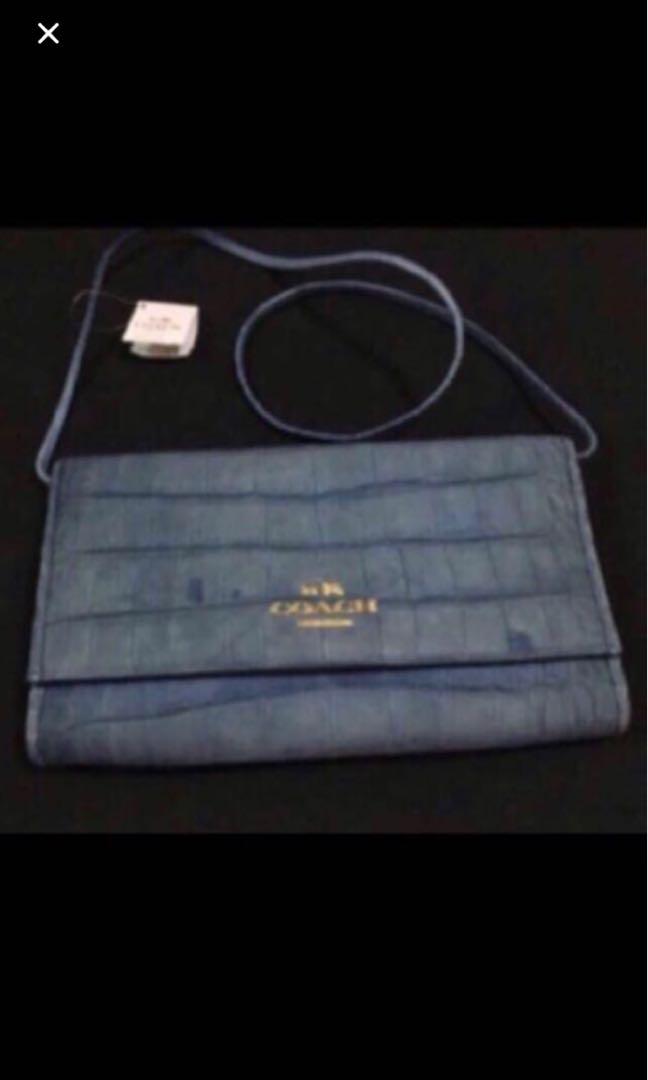 87c42b589d Authentic Coach Crossbody Bag. Wristlet. 2 way gorgeous bag