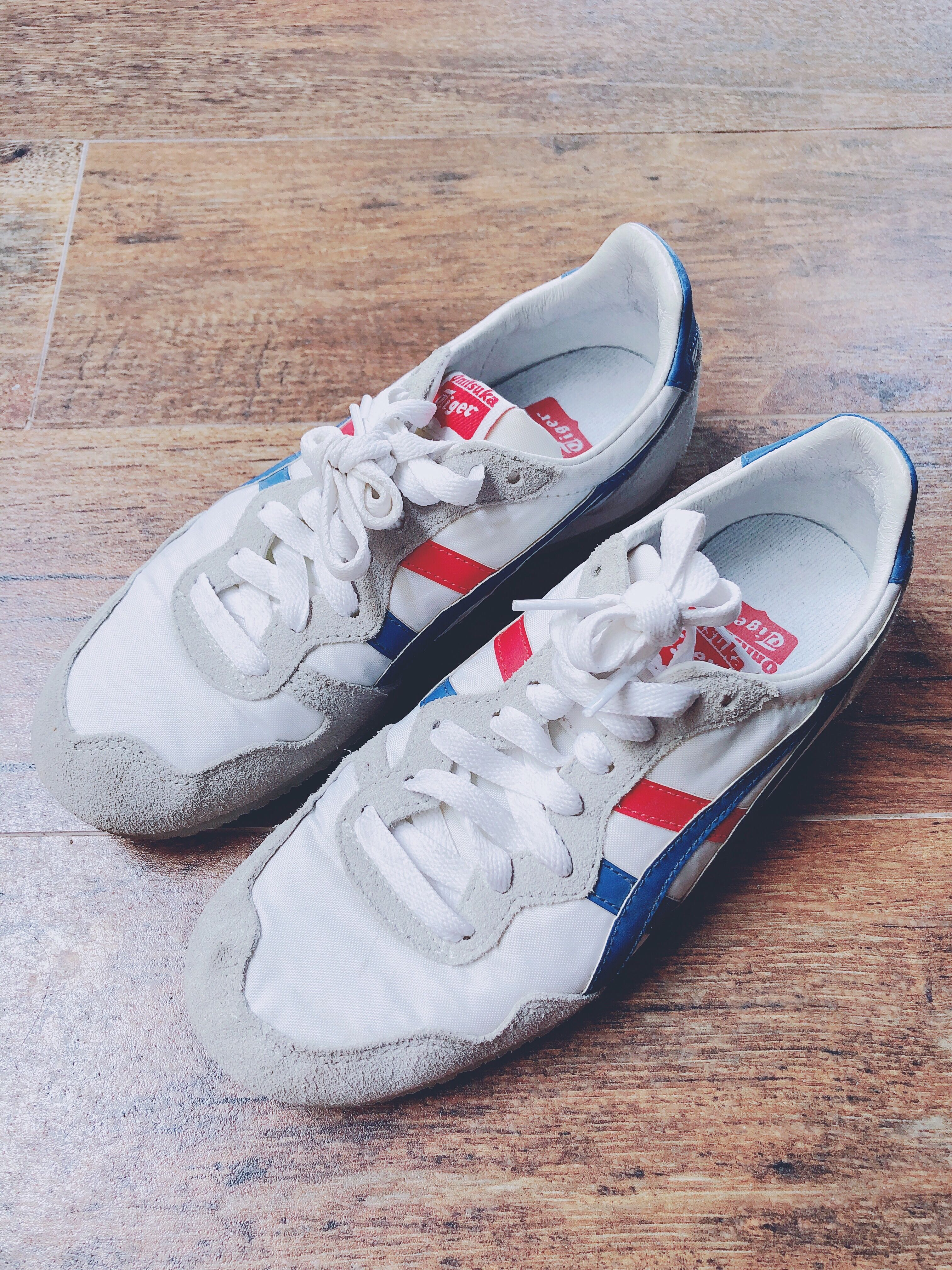 bcda7cd48675 Authentic Onitsuka Tiger s Women s Serrano Sneakers in Blue White ...
