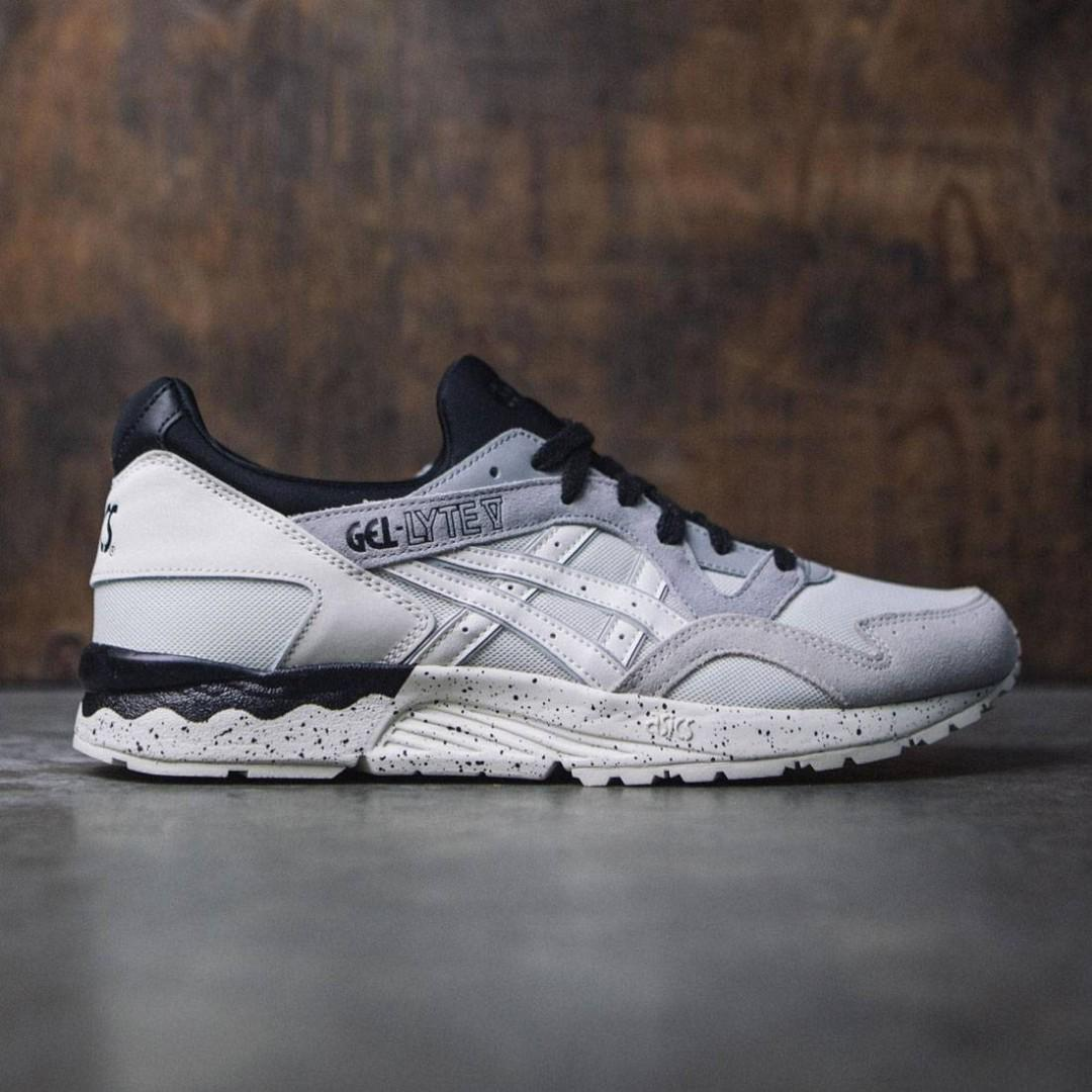new product 56797 7d8ae Selling Authentic Asics Tiger Gel-Lyte V (white/cream ...