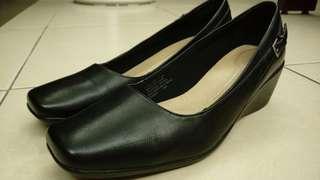 🚚 美國品牌 rockport 黑色高跟上班皮鞋 us 7.5w 39 40 寬版7.5 8號也可以穿