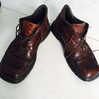 Geox Shoes Man. bahan kulit asli