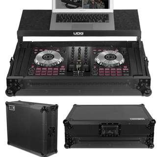 "UDG Ultimate Flight Case Multi Format XL Black MK3 Plus (Laptop Shelf) Laptop up to 19"" Pioneer DDJ-400, DDJ-RR, DDJ-SR2, DDJ-SR, DDJ-RB, DDJ-SB3, DDJ-SB2, DDJ-WeGO4, Toraiz SP-16 or similar size controllers"