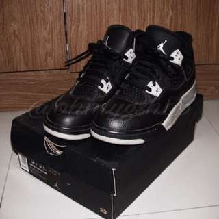 "Authentic Jordan 4 ""Oreo"" Retro"