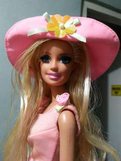 Barbie with eyelashes battop
