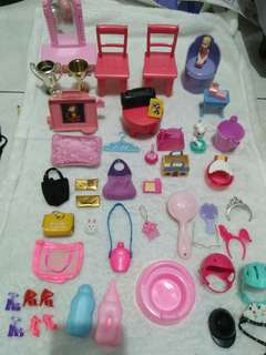 Lot accessories for barbie size/barbie