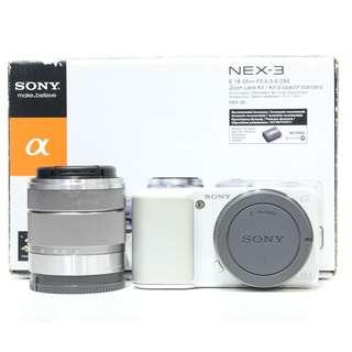 Sony NEX-3 with 18-55mm F3.5-5.6 OSS Kit Lens