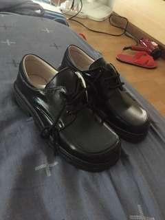🚚 全新學生皮鞋24號
